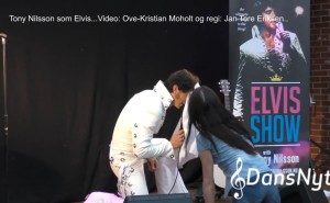 elvisface2.mp4_000009940